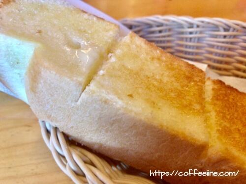コメダ珈琲店の厚切りのトースト