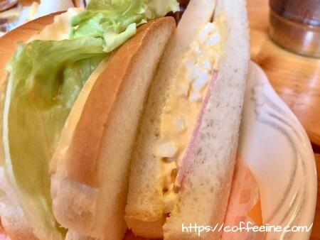 コメダ珈琲店のたまとまレタスサンドをトマトからハムに変更したサンドイッチ