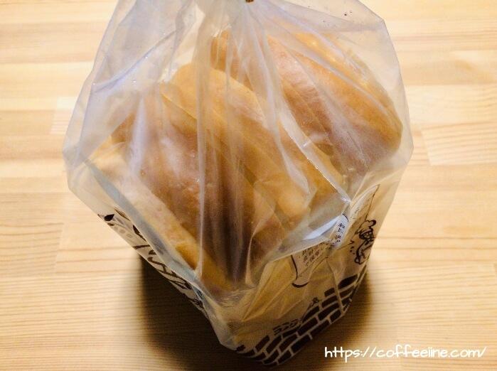 横から見たコメダ珈琲店の山食パン3枚切り